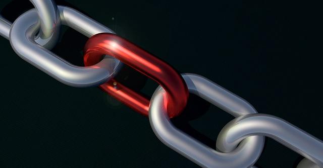 Řetěz s červeným doplňkem