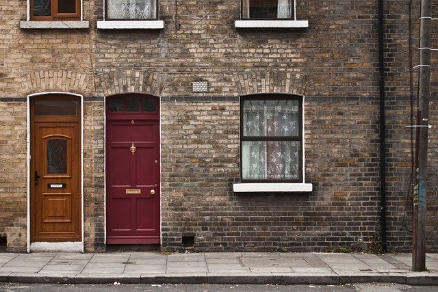 prosklené a plné dveře